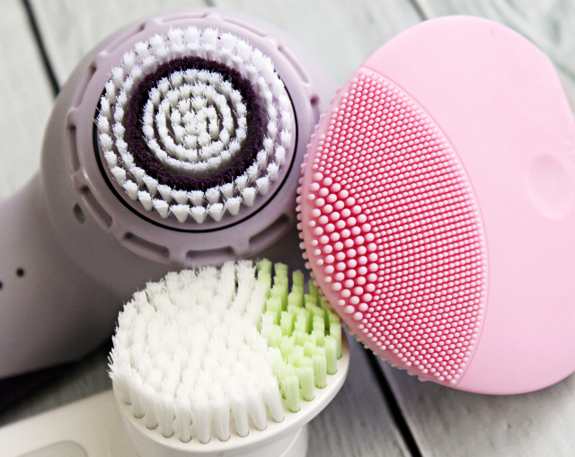 Facial Brushes 90